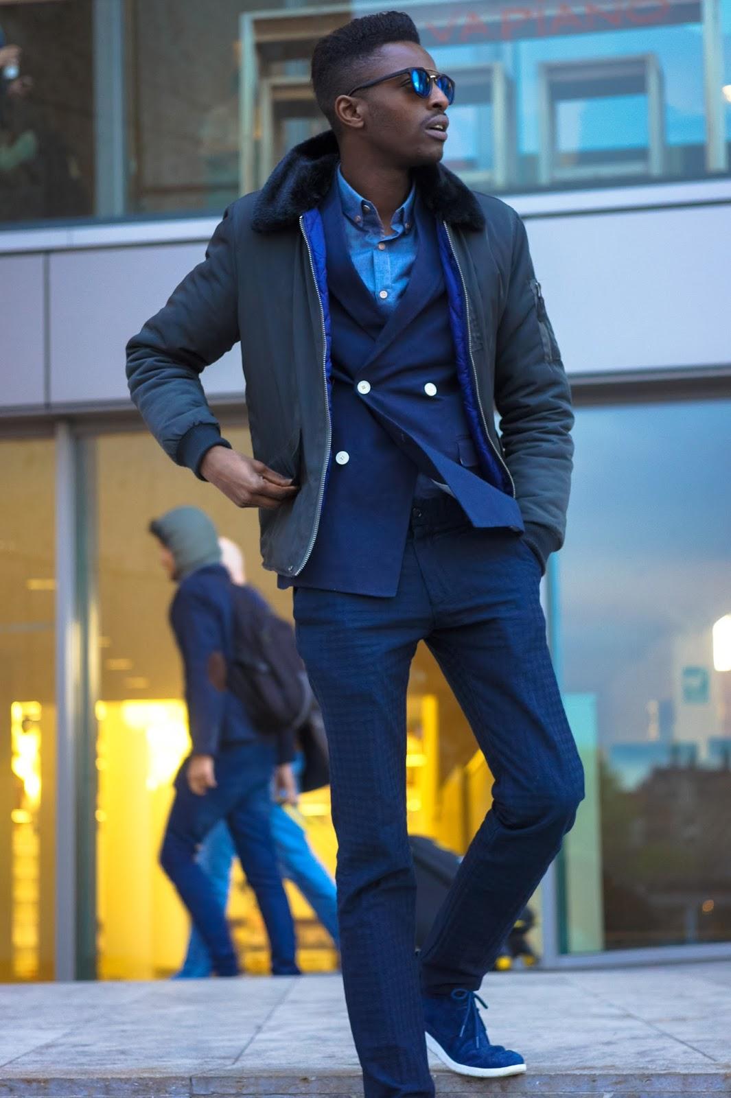 jonthegold blog x its true blog - navy blue looks style fashion as celebration for nationale dag van de communicatie in amsterdam near vapiano central station - ugg sneakers zara pants h&m blazer crisitano ronaldo cr7 menswear fashion bloggers united