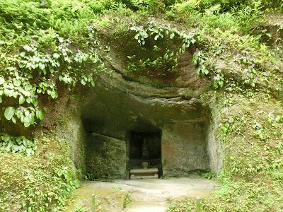 覚山尼の墓