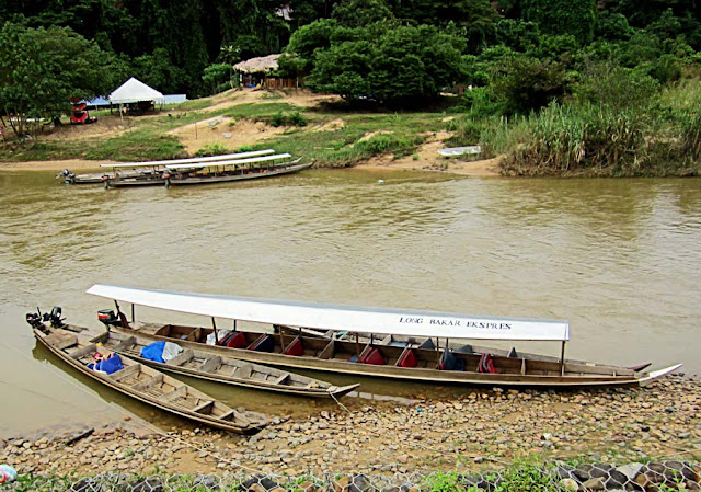 canoes on the river Tahan in Malaysia