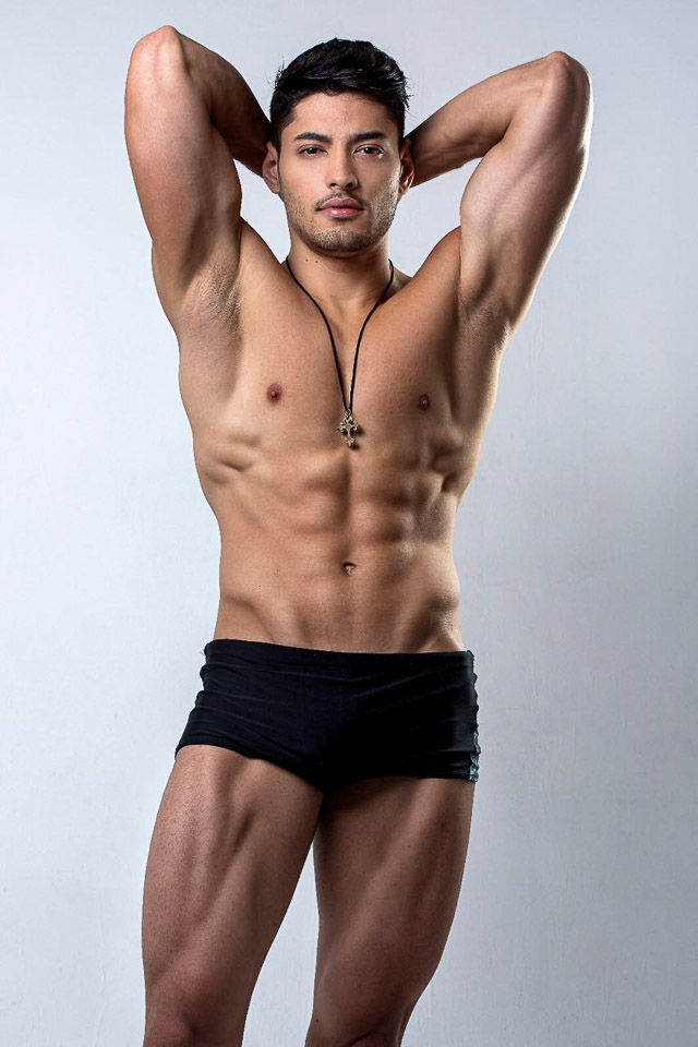 O homem mais bonito do país mostra corpo sarado com apenas 6% de gordura corporal. Foto: Ronaldo Gutierrez