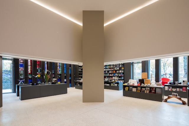 The Design Museum shop offers exhibition merchandise such as books and magazines, while a museum collection store in the basement provides a behind-the-scenes look at pieces not on display.