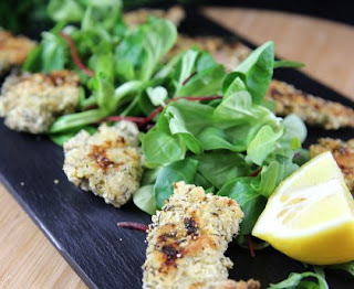 Breaded chicken with yoghurt and herbs