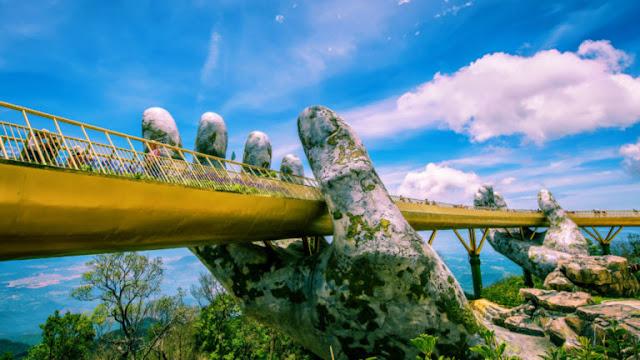 Cầu Vàng (Bà Nà Hills) được Time, Guardian mô tả như biểu tượng du lịch mới của Việt Nam