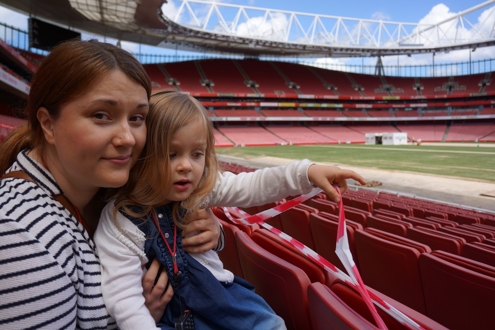mum and daughter at Arsenal Stadium pitch side