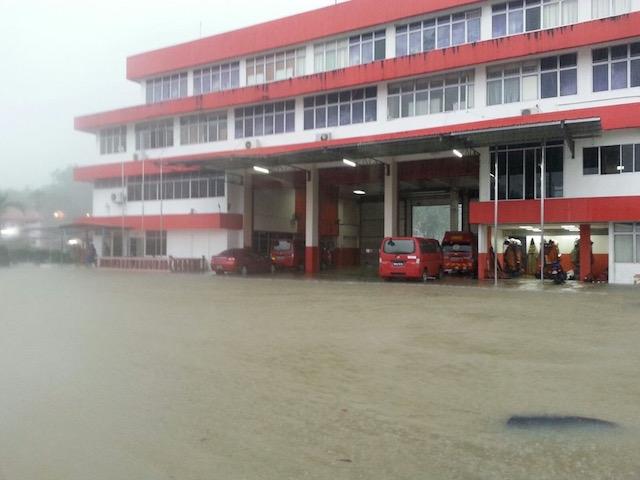 GAMBAR Keadaan Banjir Sekitar Kuching, Sarawak 27 Februari 2016