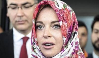 ليندسي لوهان تفجر مفاجأة هذا السعودي عرفني بالإسلام