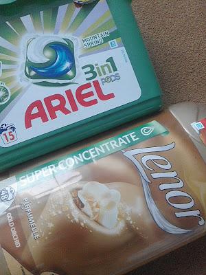 Kapsułki do prania Ariel 3 w 1 Mountain Spring oraz Płyn do płukania Lenor Gold Orchid