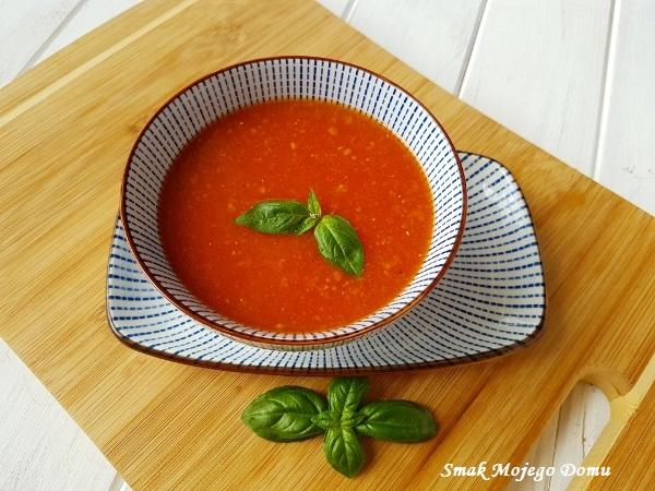 Zupa pomidorowa, zagęszczona czerwoną soczewicą