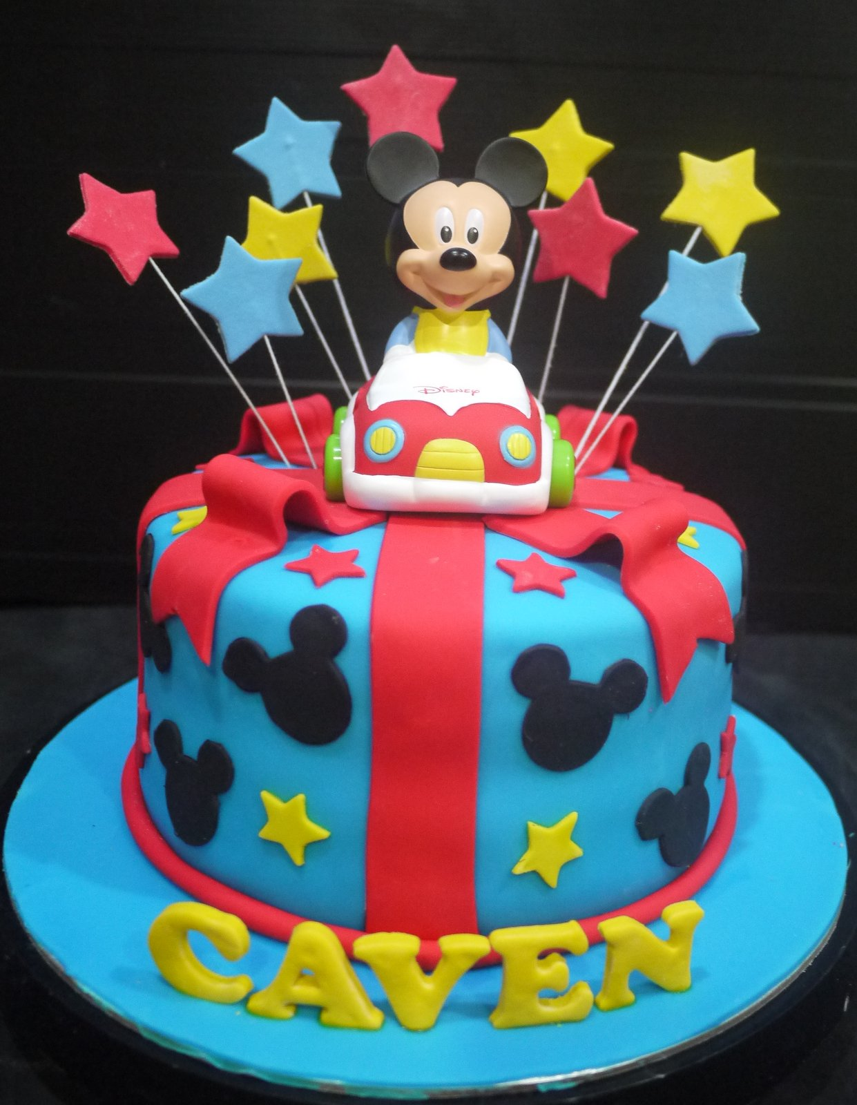 cupcake divinity mickey mouse theme cake. Black Bedroom Furniture Sets. Home Design Ideas