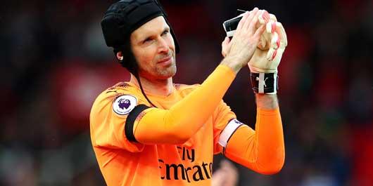 """Petr Cech """"nổi điên"""" với đồng đội, Arsenal… """"loạn"""""""