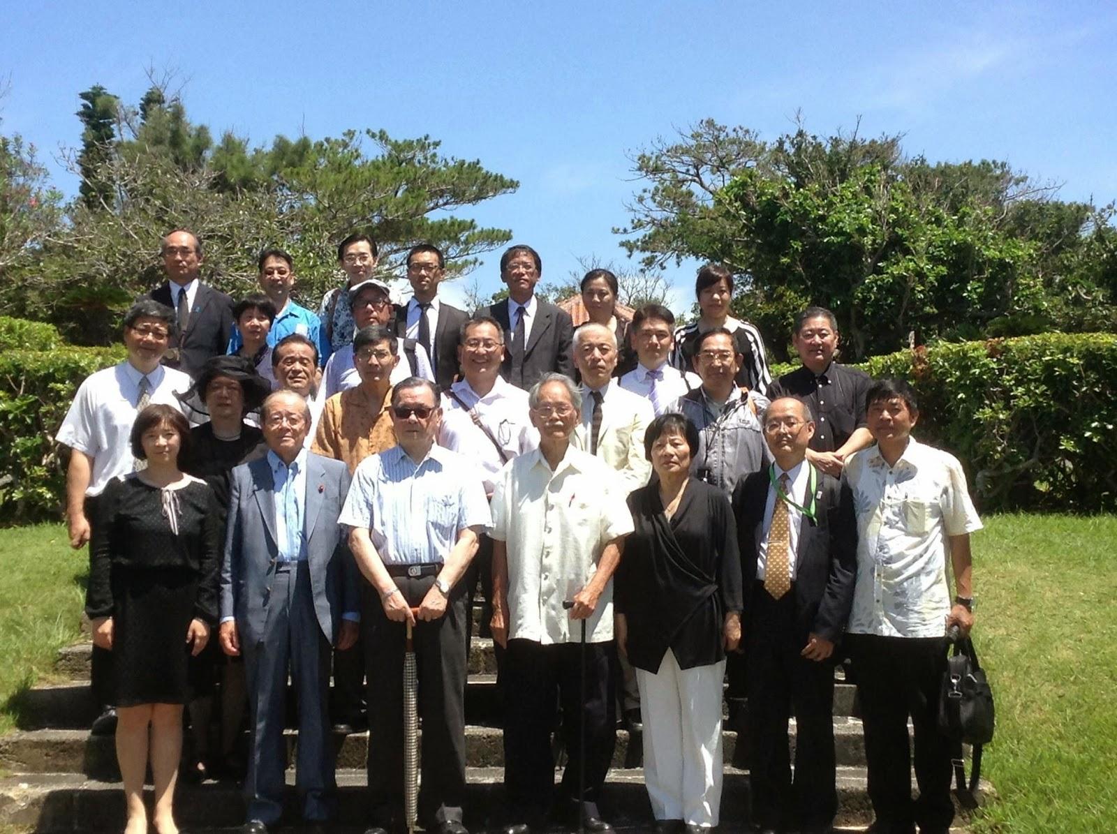 (前列、左から周立法委員、愛知和男氏、李雪峰氏、楊馥成氏、葉立法委員、... 台湾人戦没者慰霊施
