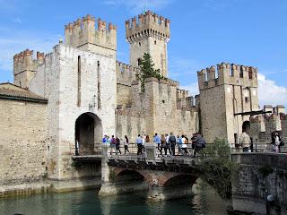 Italia. Italy. Italie. Lombardia. Sirmione. Lago di Garda. Castillo