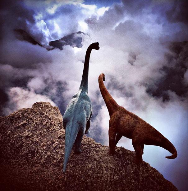 Aburridas fotos de viajes cobran vida con los juguetes de dinosaurios