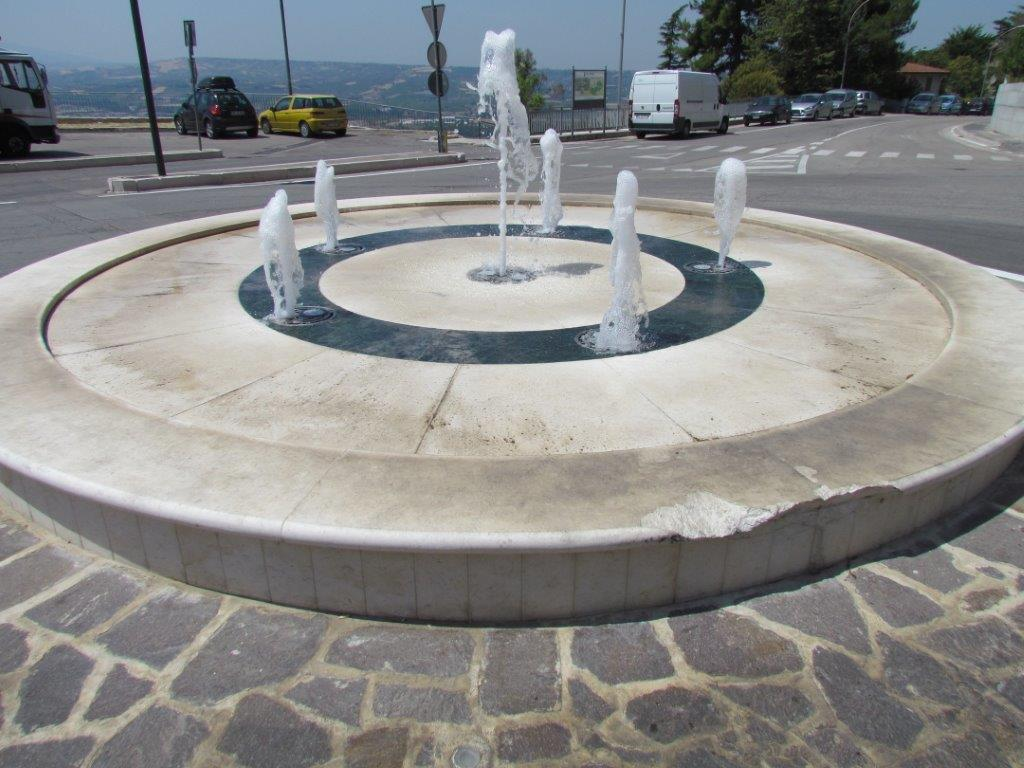 Le epigrafi storiche nascoste e non paglieta fontana - Fontane da giardino usate ...
