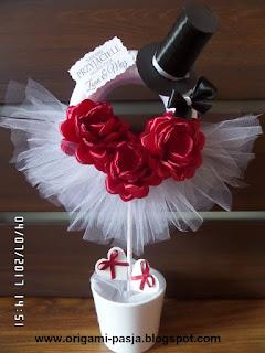 drzewko, zamiast kwiatów, upominek, ślub, para młoda, dekoracja, róże, tiul, koło, prezent,