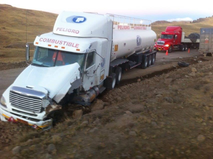 choque entre dos unidades de carga pesada en la ruta  Espinar-Condoroma