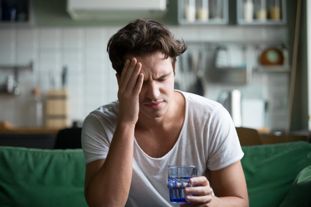A person with cannabinoid hyperemesis syndrome may experience morning nausea.