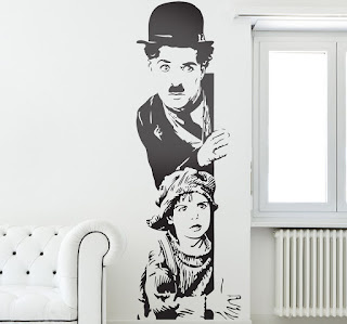 Vinilo de corte decorativo en pared con la imagen de Charlie Chaplin
