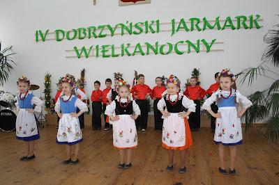 """""""Borzymianki"""" zespół taneczny młodzieży z SP w Borzyminie"""