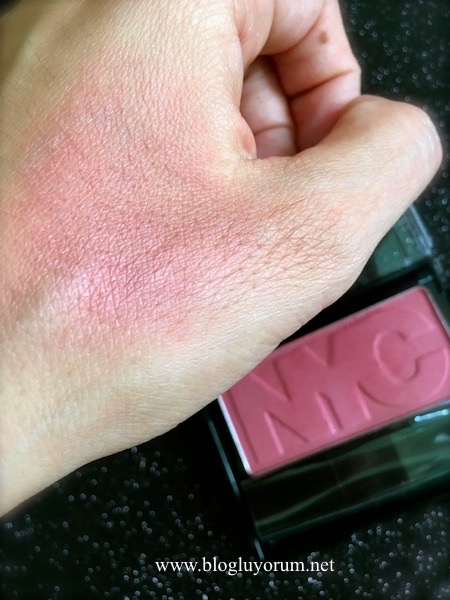 NYC cheek glow 703 plaza plum allık swatch
