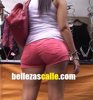 Sexy mujer cola redonda buenas shorts apretados