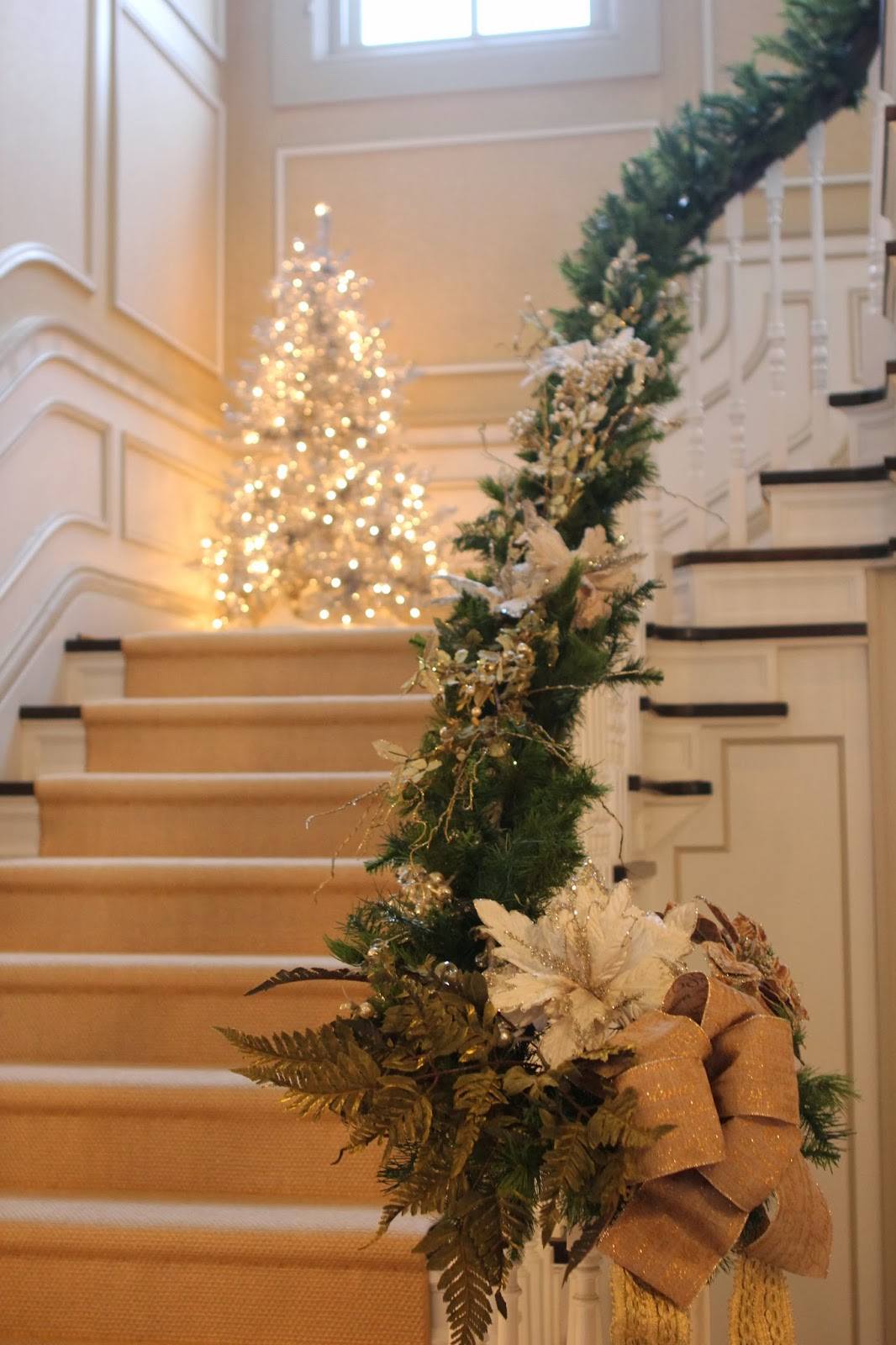 50 Stunning Christmas Staircase Decorating Ideas  Style ...