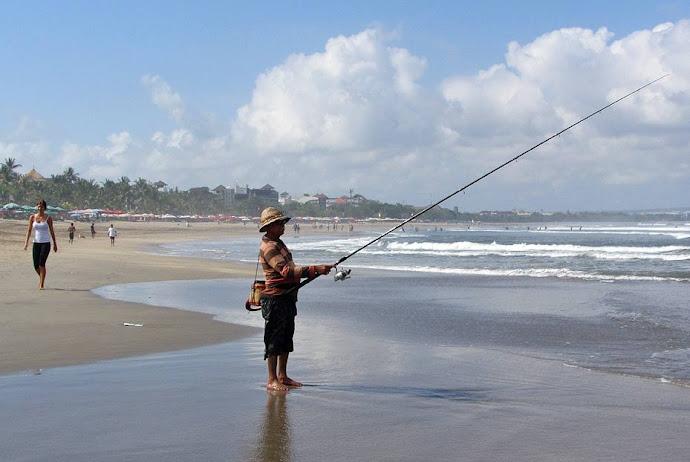 Pescador en la playa