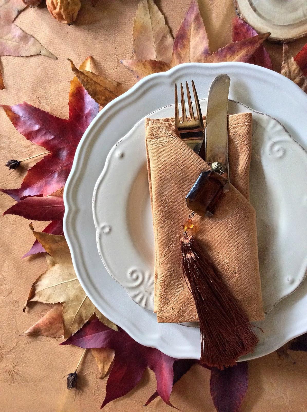 come apparecchiare una tavola con le foglie