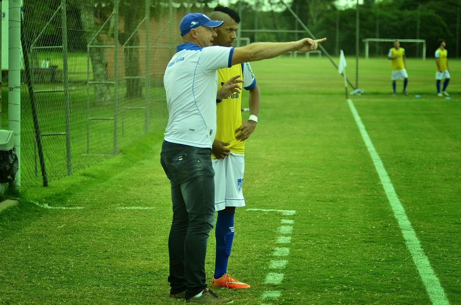 ONZE!FUTEBOL   Técnico Júlio Scheibler  lapida  craques no Cruzeiro! f8004cc292267