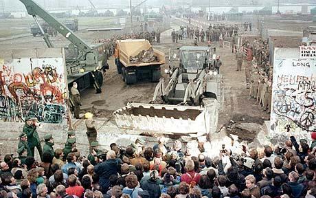 AladinPoker: Agen Bola - Mengenang Runtuhnya Tembok Berlin