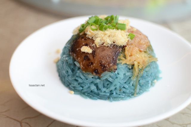 Blue Flower Glutinous Rice with Chicken