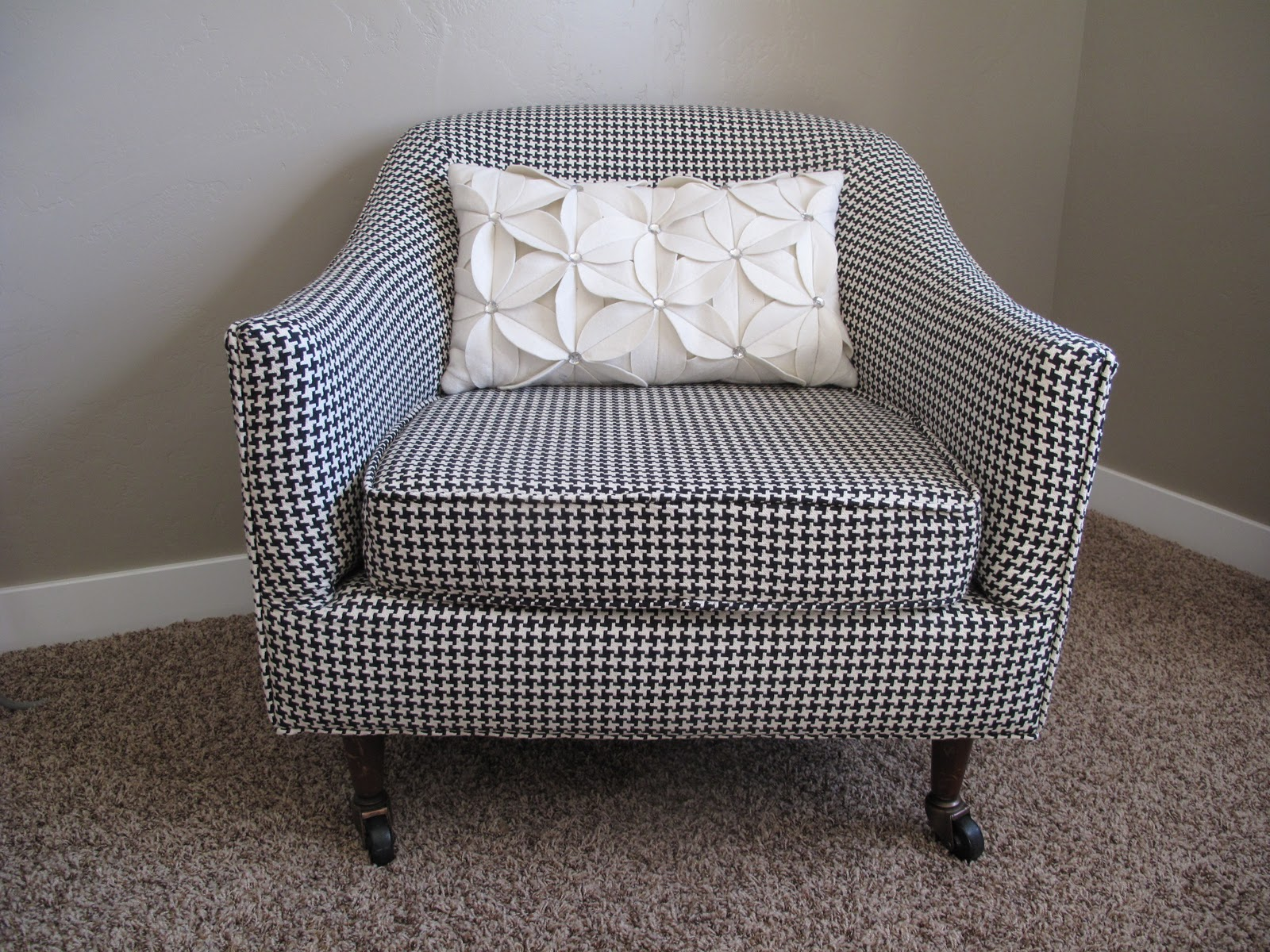 houndstooth sofa fabric replacement air mattress for rv bed 1000 43 images about on pinterest