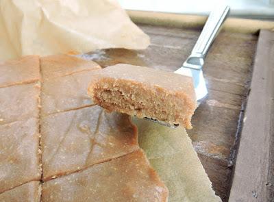 http://www.justjessieb.com/2015/12/cinnamon-roll-freezer-fudge-paleo.html