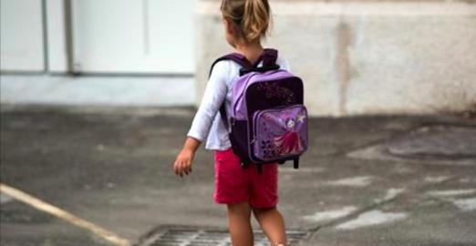 Une mère reçoit un appel de l'école: voici ce que sa fille de 5 ans avait dans son sac!