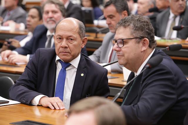 Mesa-redonda debate a exploração e comercialização de minérios em Rondônia