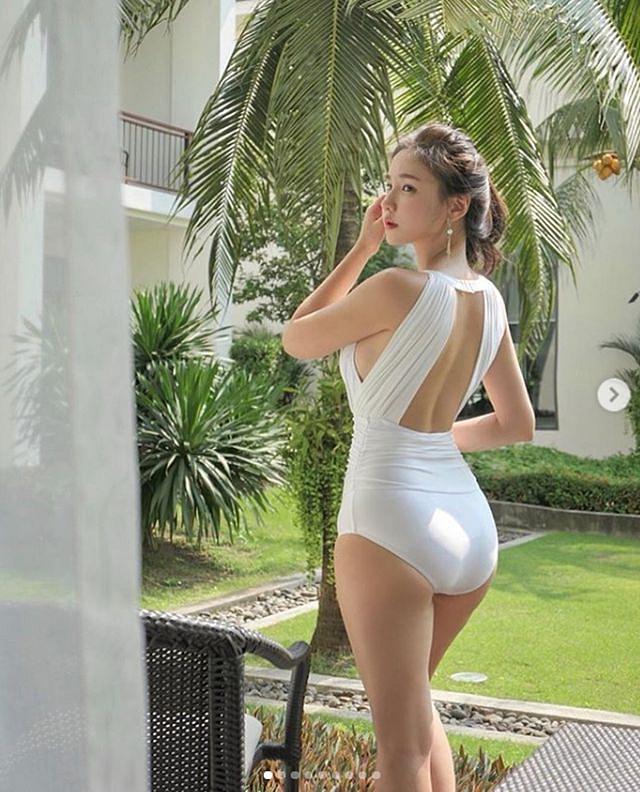 3 cô gái Hàn mặt ngây thơ, thân hình đẹp ngất ngây