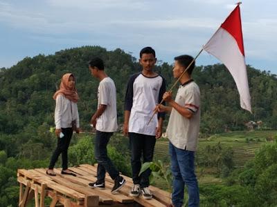 Wisata Bukit Pangonan Anank Muda selfi