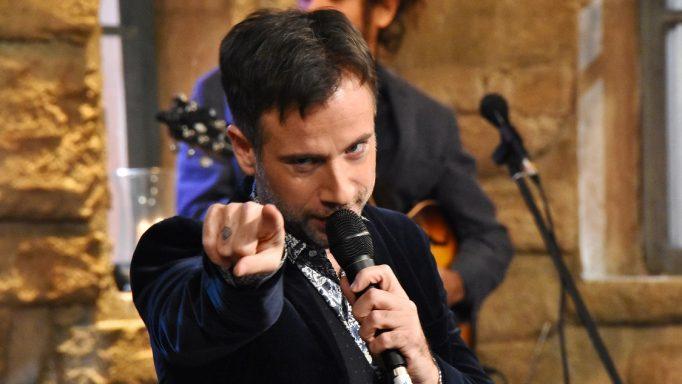 Κωστής Μαραβέγιας: Η γκάφα στην εκπομπή «Στην υγειά μας ρε παιδιά» και το σχόλιο του τραγουδιστή! (Βίντεο)