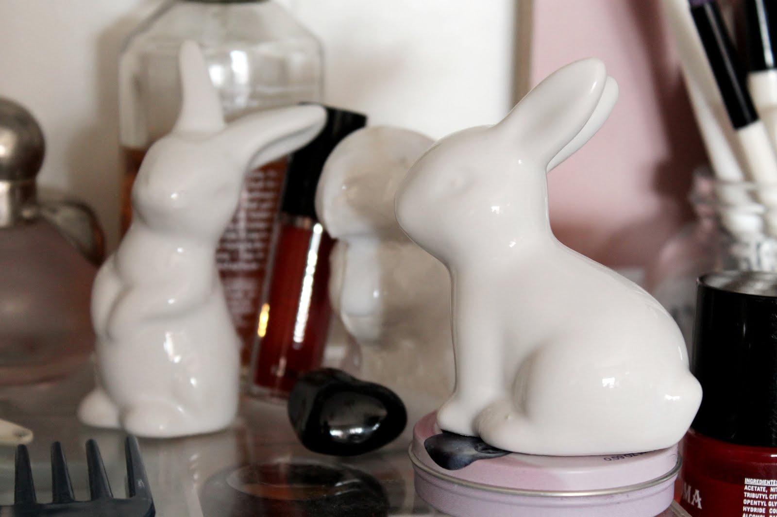 escultura conejo ceramica blanca