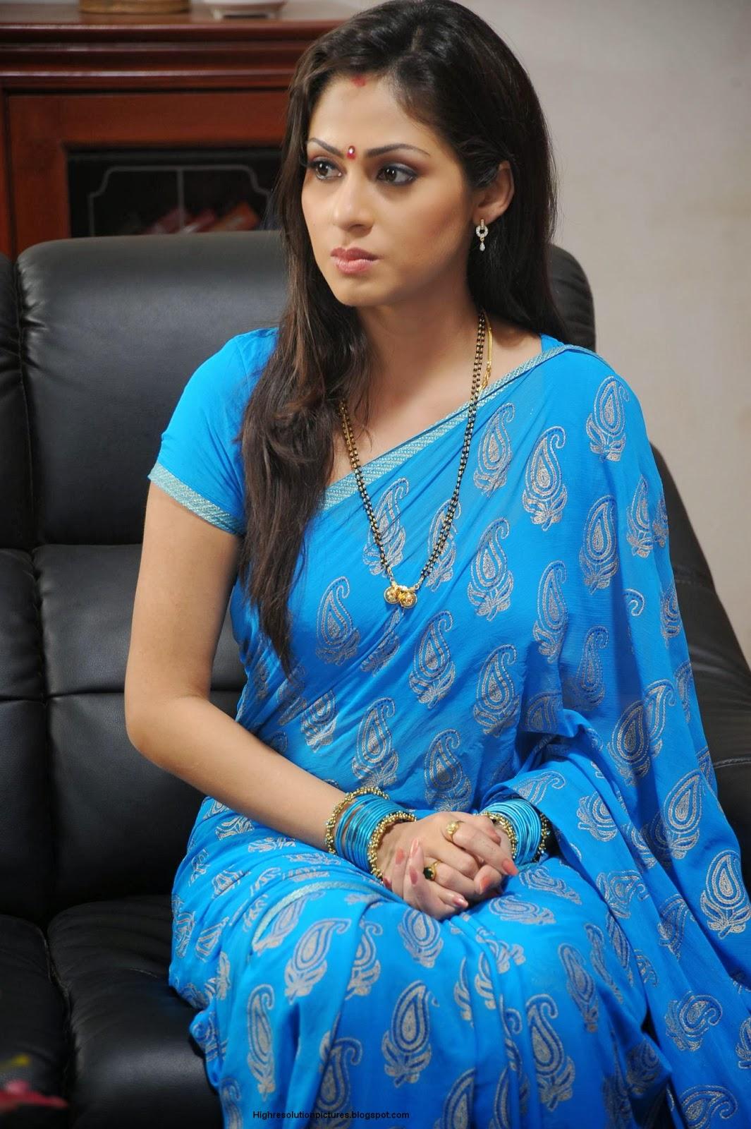 Sadha Saree Stills Hot ~ High Resolution Pictures