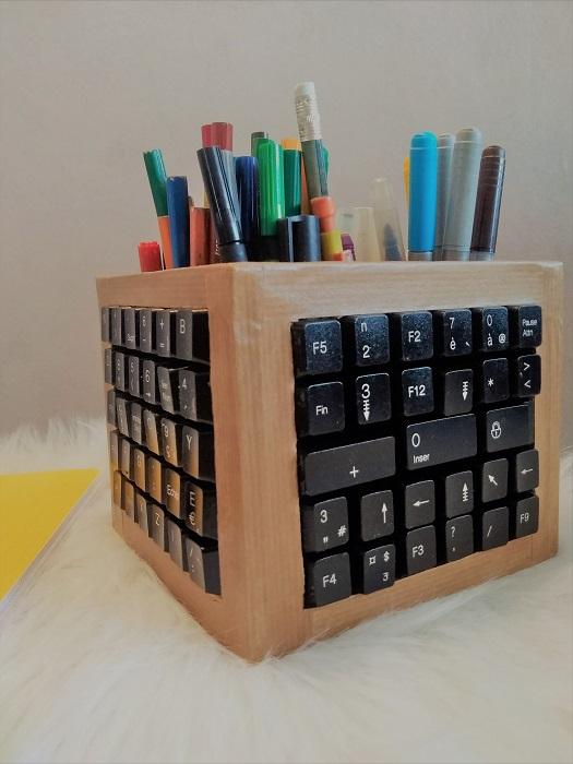 réutilisation de touches de clavier pour un pot à crayon 3