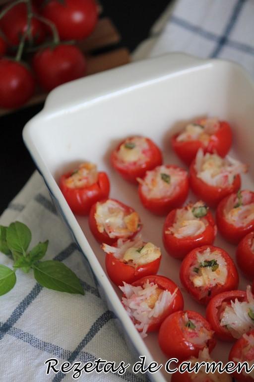 Tomates rellenos de surimi y queso