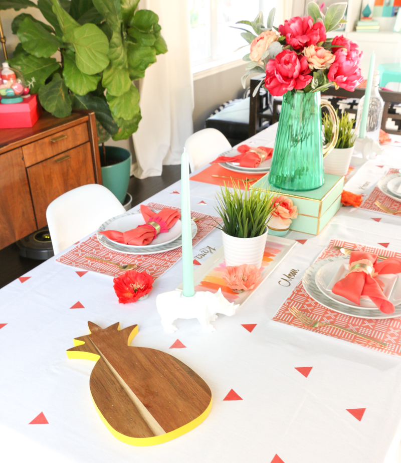 Vinyl Decoration Table : Decorate it using adhesive vinyl on tablecloths a