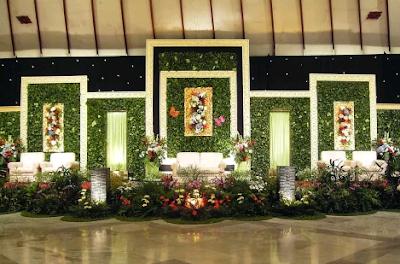 dekor pernikahan bernuansa hijau