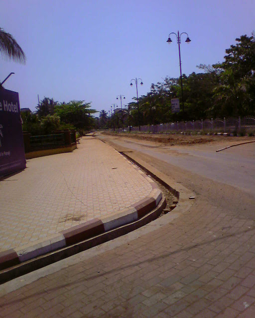 дорога от отеля к остановке автобуса
