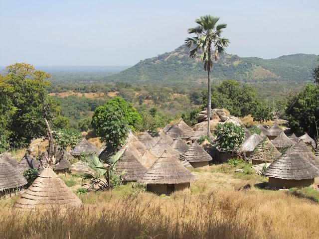 GAMBIA Y SUR DE SENEGAL (2ª PARTE). LLEGAMOS A PAÍS BASSARI