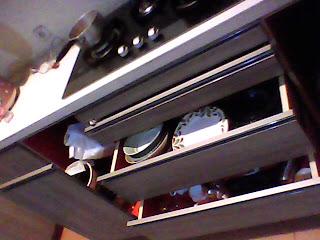 rak piring kitchen set - contoh hasil-hasil produksi setting desain interior dari workshop kami