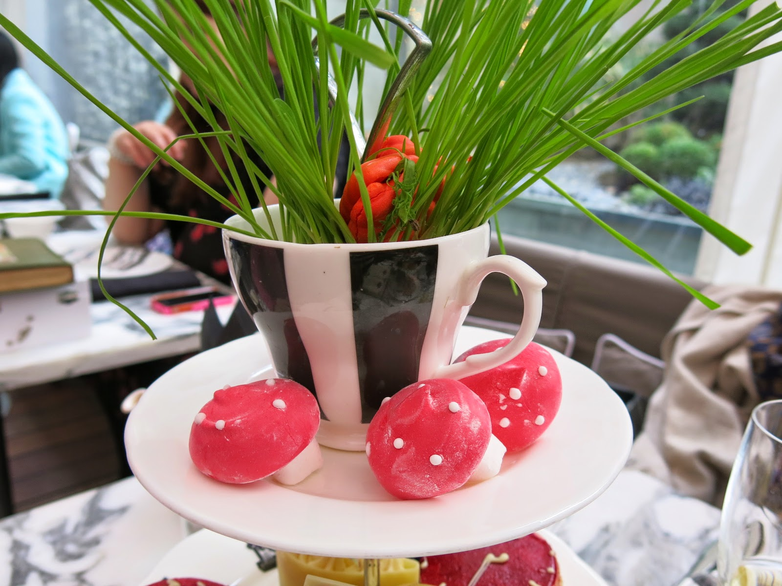 Mad Hatter´s afternoon tea på Sanderson Hotel