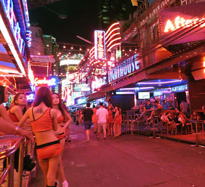sexy pick up girls from Soi Cowboy 9