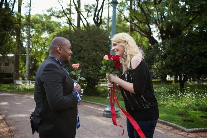 pedido-casamento-surpresa-praça-liberdade-noivos